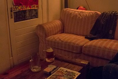 The lounge area at De Gekke Geit (board games included)